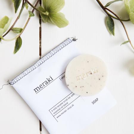 natuerliche nachhaltige Handseife von Meraki - sesame scrub bar with essential oil blend