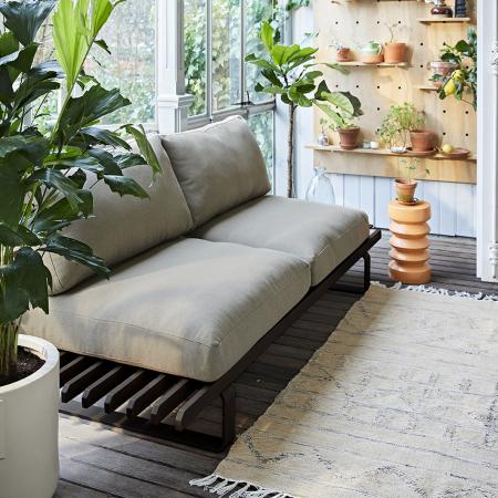 Outdoor Moebel - moderne Lounge grau mit Outdoor Teppich