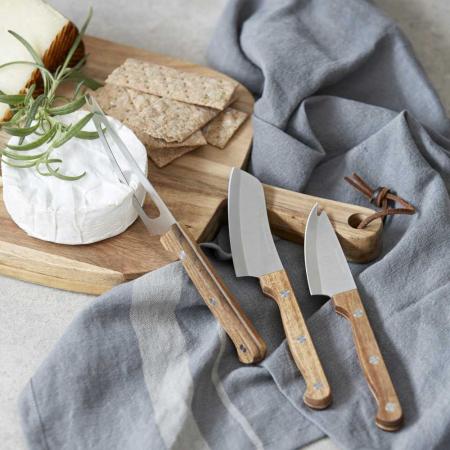 Tisch mit Käse