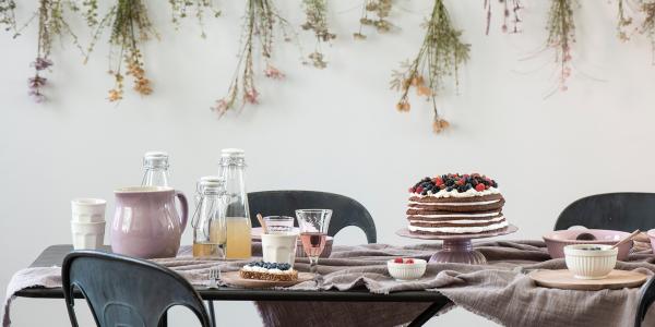 Geburtstagstisch - Kuchen - Blumen
