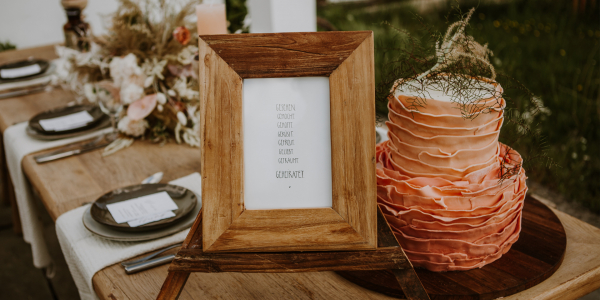 Hochzeitstisch - Kuchen - Blumen